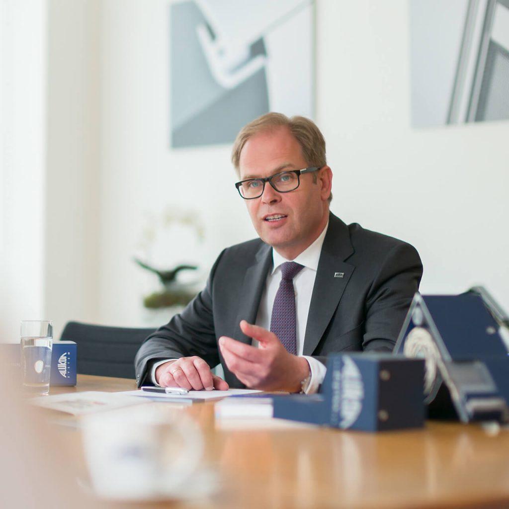Zu sehen ist der Alukon Geschäftsführer Klaus Braun